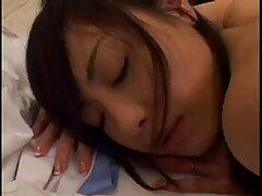 Asiático tratando de conseguir un gay xxx casero montón de dedos en el coño peludo-más japonés mamá