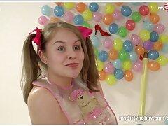 Chicas delgadas con dos videos gay caseros gay juguetes.